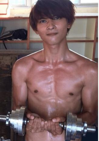 吉沢亮 筋肉